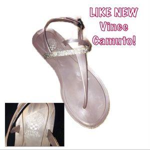 • VINCE CAMUTO   LN   Thong Slingback Sandals •